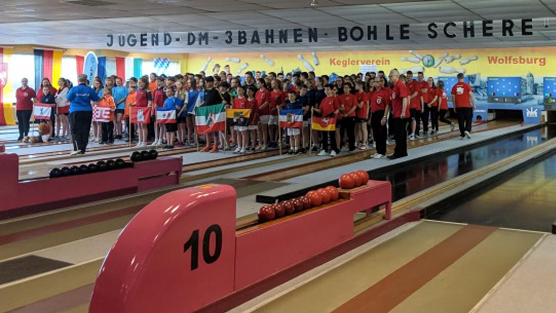 Einlauf bei den Deutschen Jugendmeisterschaften Dreibahnen in Wolfsburg